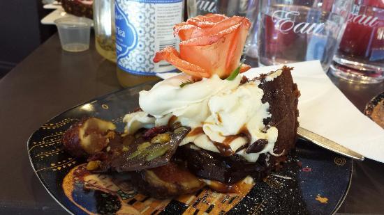 Sunshine Coast, Australia: Tea on every shelf! Scrumptious cakes! Am i in heaven?!