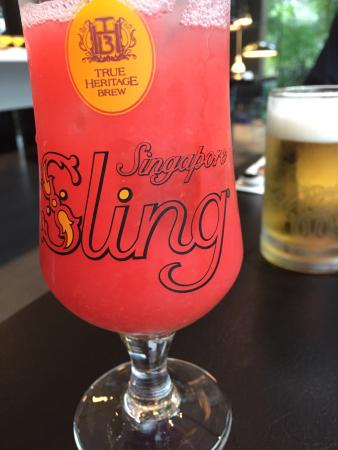 The Quincy Hotel by Far East Hospitality: Singapore sling at the Quincy
