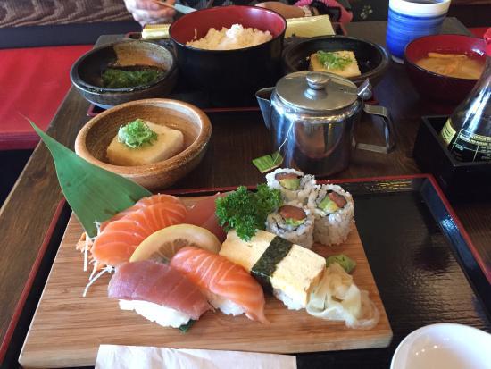 ヘレンズベール, オーストラリア, 焼き魚定食と寿司セット