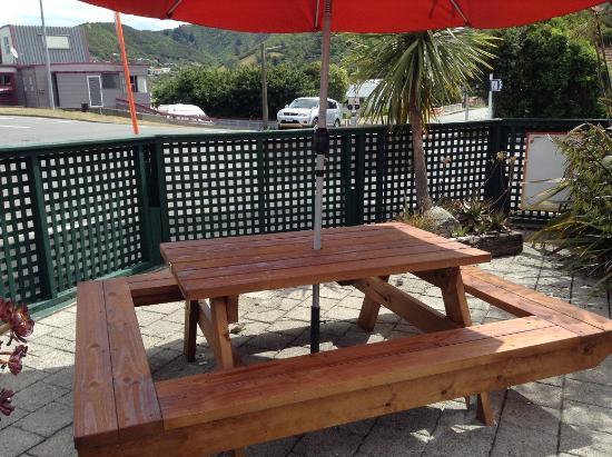 Picton Village Bakkerij: Outside seating in the shade.