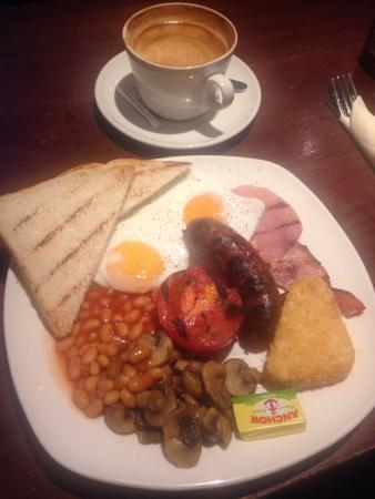The Mad Bishop & Bear: Delicious, reasonably priced breakfast in a relaxing, comfortable pub.