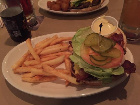 Newark, OH: Bacon Cheeseburger with fries