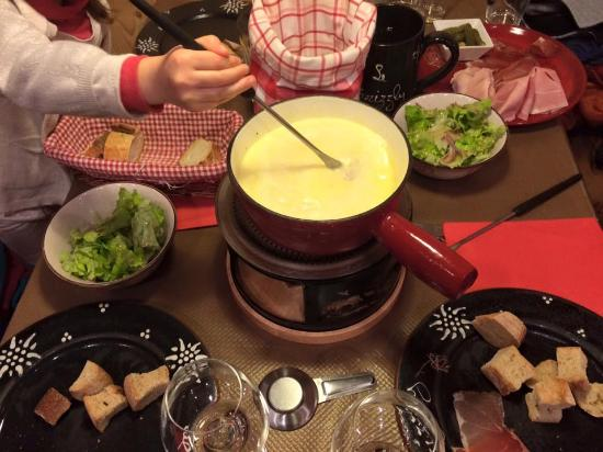 Taninges, France : Fondue aux fromages