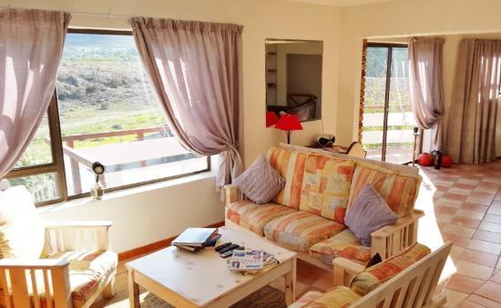 Mountain View Manor Guesthouse, Sandbaai: Communal TV Lounge area