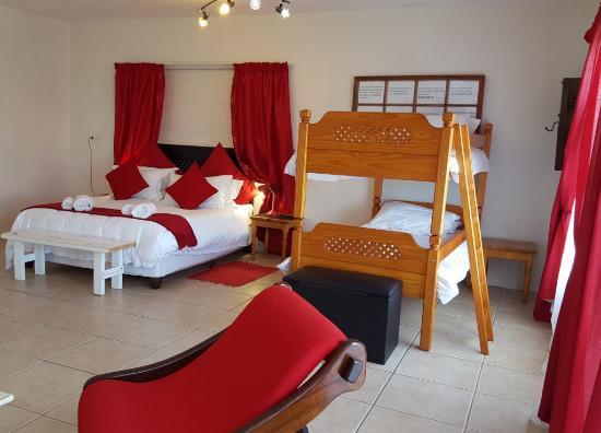 Mountain View Manor Guesthouse, Sandbaai: Spacious and Comfortable