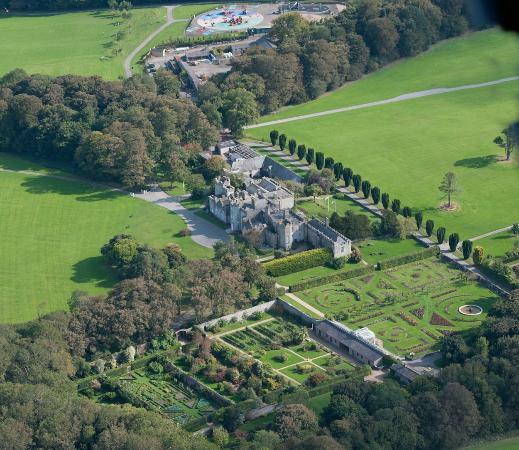 Condado de Dublín, Irlanda: Aerial View of the Castle & Demesne