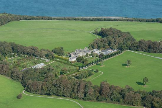 Condado de Dublín, Irlanda: View of the Demesne with the Irish Sea in the background