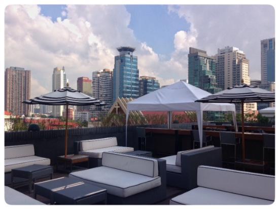 Tolle aussicht vom rooftop pool bild von movenpick for Tolle hotels