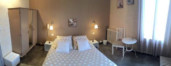 Forcalquier, Γαλλία: chambre double coté jardin