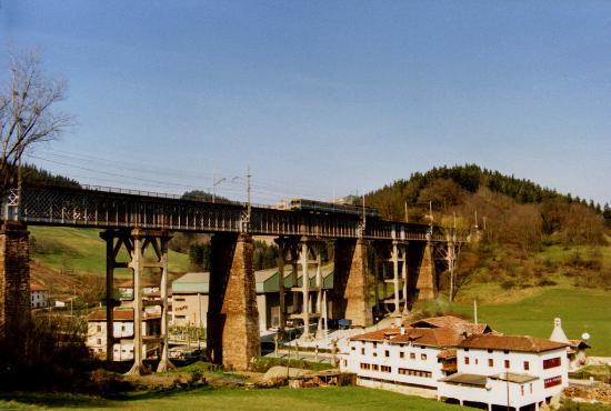 País Vasco, España: Viaducto de Ormaiztegi