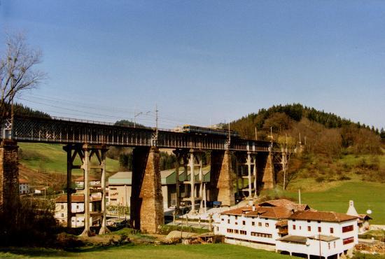 País Vasco, España: Se realizan visitas al viaducto de Ormaiztegi