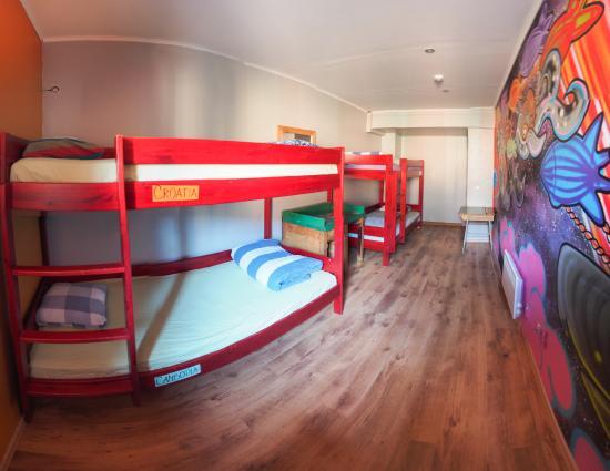 Red Emperor Bar and Hostel: 4 Bed Dorm