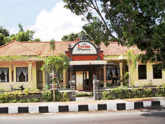 Lovina Beach Hotel: street-view
