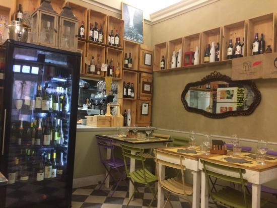 Le Bar a Vins: Locale