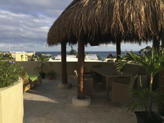 Maya Villa Condo Hotel & Beach Club: penthouse area looking east