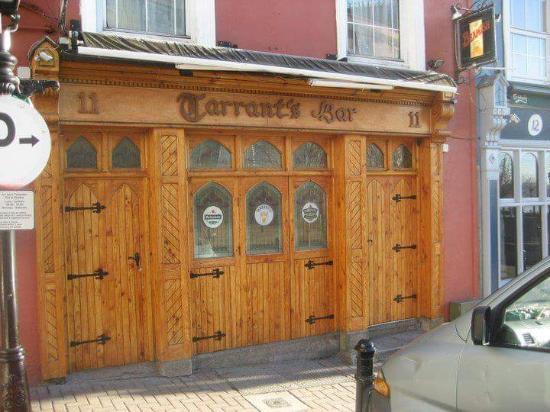 Cobh, Irlanda: Tarrants Bar - Well worth a visit !!!