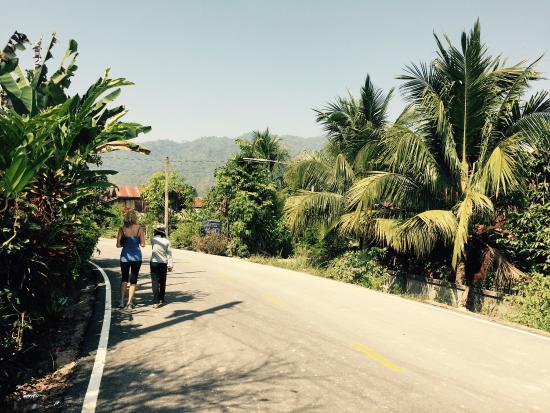 Phrae, Tailandia: Chillen in het zwembad of de tour naar het dorp doen