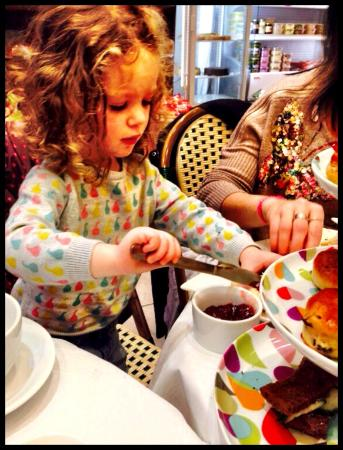 Borehamwood, UK: Teatime at Orli