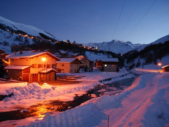 Le Bettaix, Frankrijk: Bettaix Village at Night