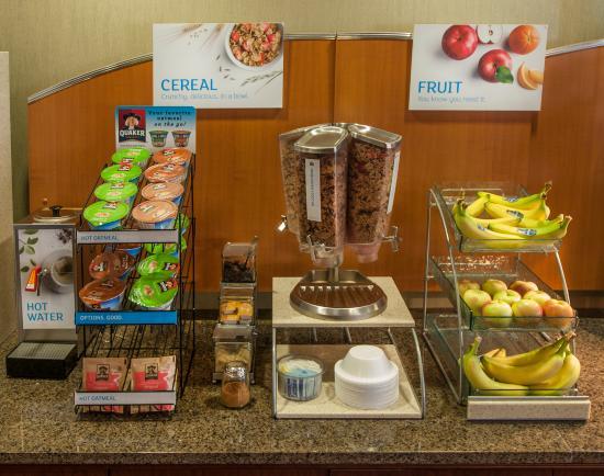 Holiday Inn Express Buffalo Airport: Breakfast bar
