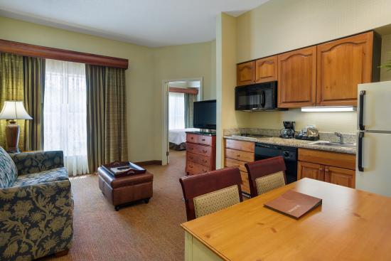 Homewood Suites by Hilton St. Petersburg Clearwater: Suite Kitchen Area
