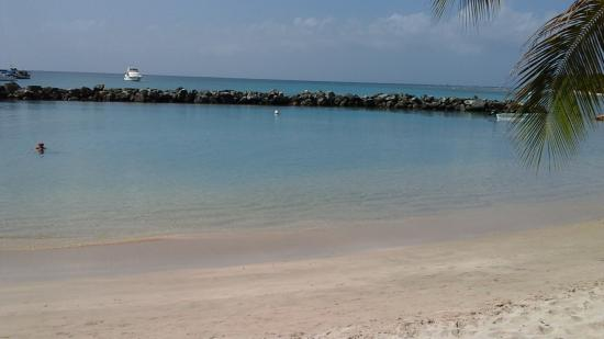 Coco Reef Tobago: the Coco Reef Beach
