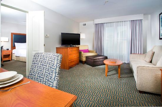 Homewood Suites by Hilton Ontario-Rancho Cucamonga: Our one and two bedroom suites have private bedrooms.