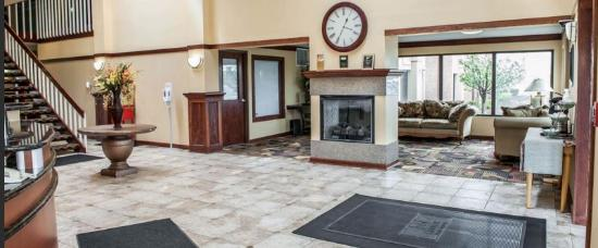 Greenfield, IN: Lobby