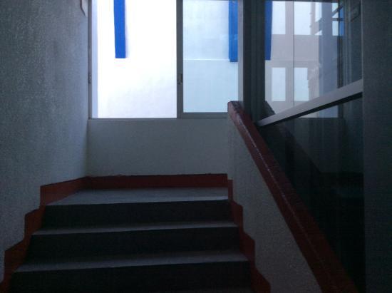 Hotel Aurora: Stairway