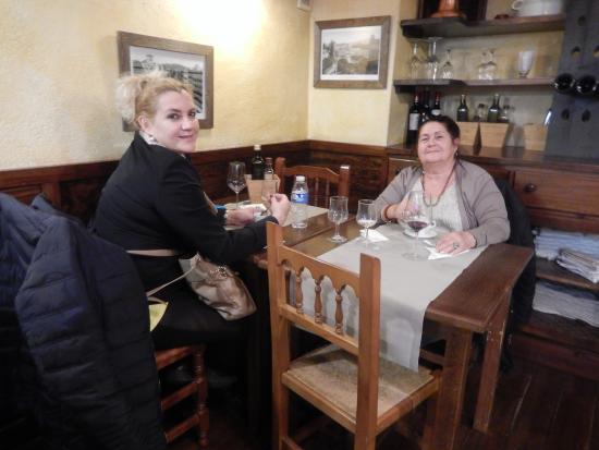 mamita y yo disfrutando de un restaurante divino