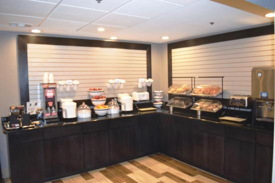 La Quinta Inn & Suites DC Metro Capitol Beltway: Breakfast Bar