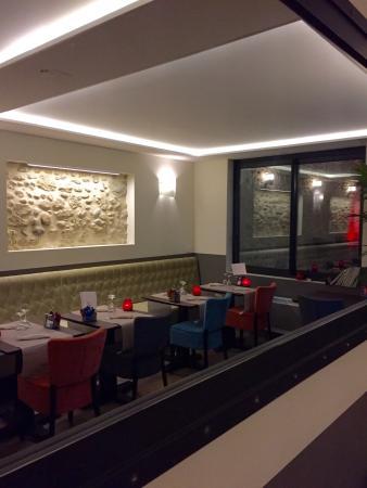 Mirepoix, Francja: Nouvelle salle donnant sur le patio, ambiance cosy style soigné, pour une soirée en amoureux ou