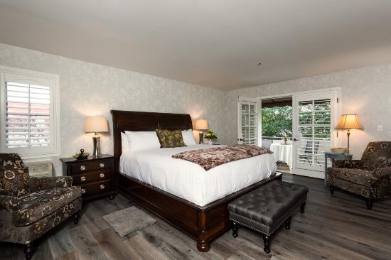 mirabelle inn room 6 king bed jacuzzi tub