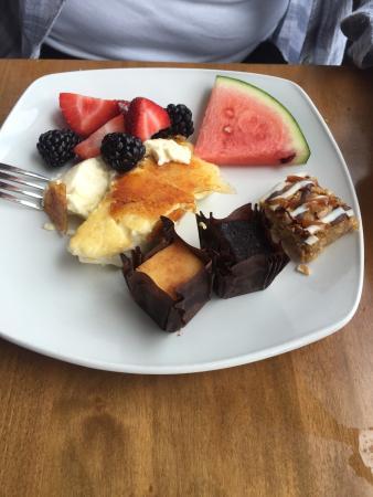 Paris, Kanada: Sample of Sunday brunch food