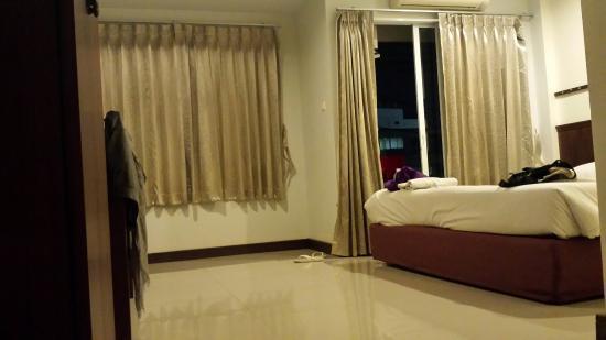 Athome Hotel @Nanai 8 & Thai Kitchen: 20160203_200231_large.jpg