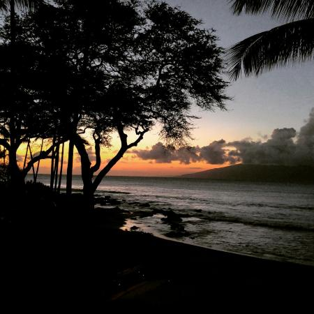 The Napili Bay: Sunset at Napili Bay
