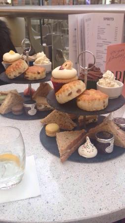 West Thurrock, UK: Afternoon Tea