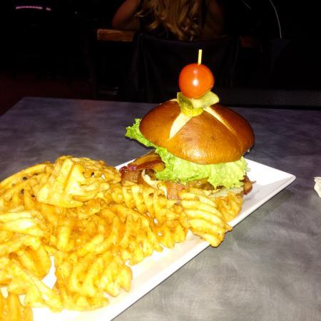 Quesnel, Canadá: mmmm burger