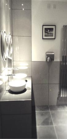 Caldicot, UK: Gents Place Sensor Taps...