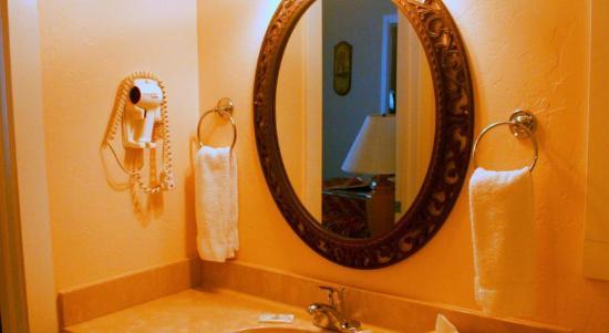 Peppertree: Bathroom