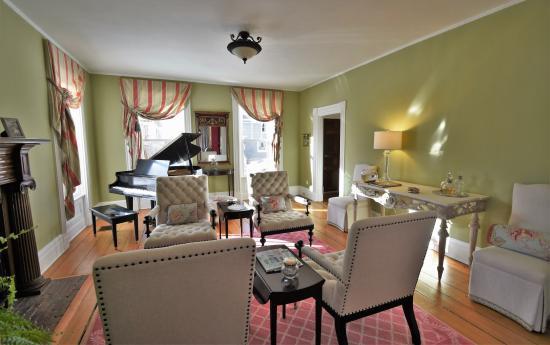 Skaneateles, NY: Piano Room