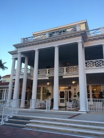 Gasparilla Inn & Club: view front