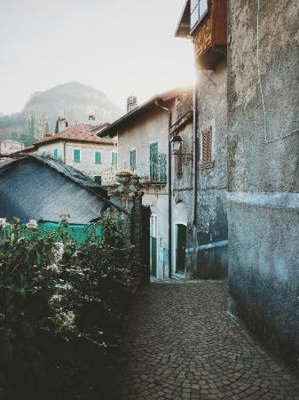 Perledo, Italia: 2015-12-01 12_large.jpg