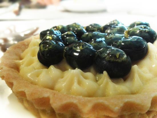 Région de Lima, Pérou : Ven a probar nuestros postres, por ejemplo nuestra deliciosa tartaleta de frutas