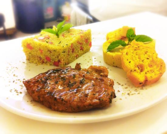 Région de Lima, Pérou : Todos los días un plato diferente: Aquí presentamos Bife angosto de res al chimichurri, con humm