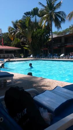 Bali Hai Hotel: La alberca y el bar / pool and bar area