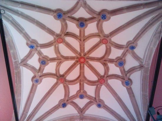 Cantabria, Spain: Techo de la capilla. (Museo)