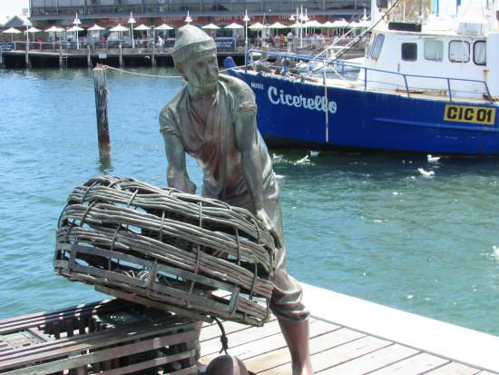 Fremantle, ออสเตรเลีย: Sculptures and murals tell the story of the port
