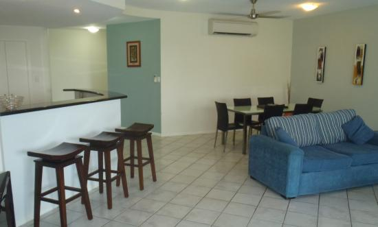 Darwin Deluxe Apartments: Living area