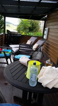 Whangaroa, Nueva Zelanda: Deck area, great for chilling and looking at awesome view